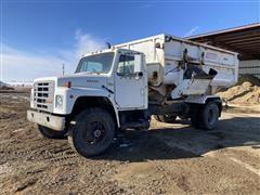 1984 International S1900 S/A Feed Truck W/Roto-Mix 490-14 Box