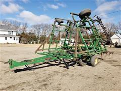 John Deere 960 29' Field Cultivator