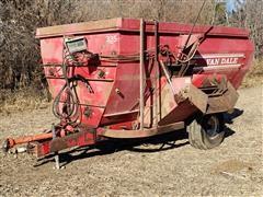 Van Dale 335 Mixer/Feeder Wagon