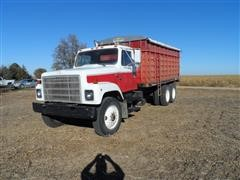 1980 International F-2575 T/A Grain Truck