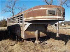 1987 Travelong Gooseneck Livestock Trailer