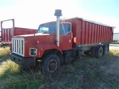 1981 International F2674 T/A Grain/Silage Truck