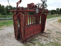 Bowman Hydraulic Squeeze/Head Cattle Chute