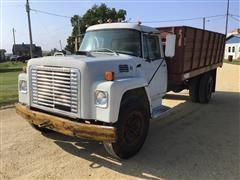 1974 International 1700 S/A Grain Truck