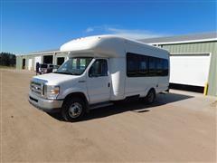 2013 Ford / Supreme E450 Super Duty Passenger Bus