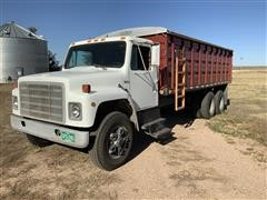 1982 International S1800 T/A Grain Truck