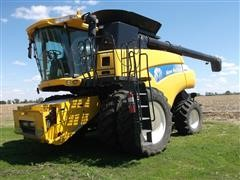 2009 New Holland CR9060 Class 7 Twin Rotor Combine