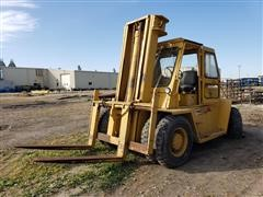 Caterpillar V225 Rough Terrain Forklift