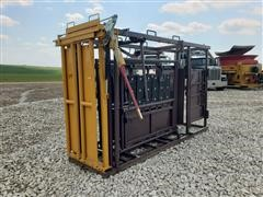 Sioux Steel Cattle Squeeze Chute/Head Gate/Palpation Cage