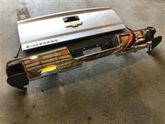 2019 Chevrolet 2500 Silverado Pickup Tailgate & Rear Bumper