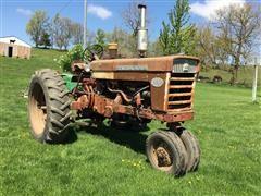 International 560 2WD Tractor