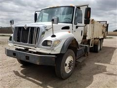2003 International 7600 T/A Manure Spreader Truck