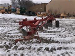 International 720 Plow 5-Bottom Plow