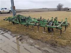 John Deere 1100 Hydraulic Folding Field Cultivator