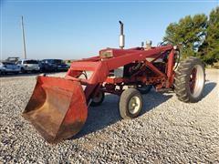 Farmall 560 2WD Tractor W/Loader
