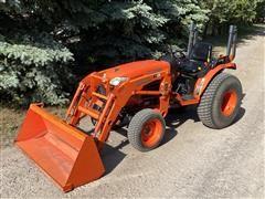 2011 Kubota B3200 HSD MFWD Compact Tractor & Loader