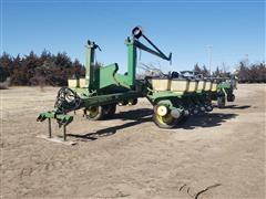 John Deere 7200 MaxEmerge 16R30 Planter