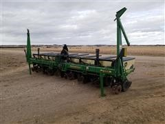 """John Deere 1700 8R30"""" Planter"""