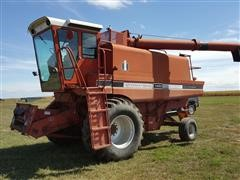 International 1460 Axial Flow Combine