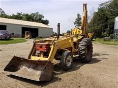 International 2424 Loader/Backhoe