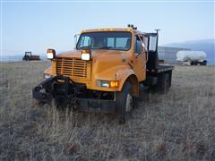 2000 International 4900 S/A Flatbed Truck