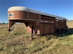 1976 WW Gooseneck T/A Livestock Trailer