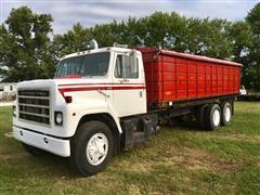 1978 International F2275 T/A Grain Truck
