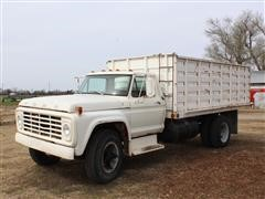 1974 Ford 700 S/A Truck With Bed & Hoist