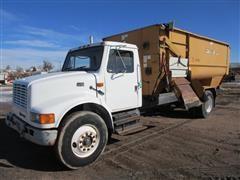 1996 International Navistar 4700 Feed Truck