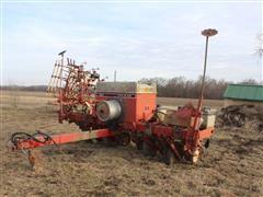 International 800 6R30 Pull-Type Planter