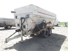 Knight Botec 4072 Feed Mixer Wagon