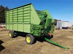 John Deere 714 Chuck Wagon - Forage Wagon