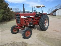 1968 International 856 2WD Tractor