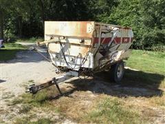 Harsh 240 Feed Wagon