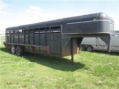 1982 Valley Gooseneck Livestock Trailer