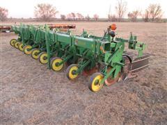 2000 John Deere 886 Cultivator