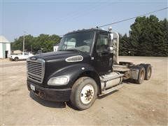 2006 Freightliner M2-112 T/A Day Cab Truck Tractor