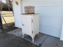 General Electric CA-2-B16 Refrigerator