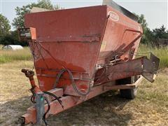 Butler 320 Mixer Feed Wagon