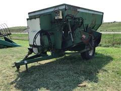 Henke B300 252B Kwikmixer Feed Wagon