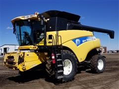 2007 New Holland CR9060 2WD Combine