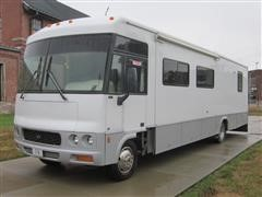 2001 Ford/Winnebago Motor Home/Toy Hauler