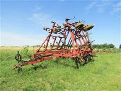 Case IH 4800 Field Cultivator W/Harrow