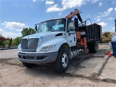 2013 International 4400 S/A Grapple Truck