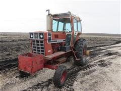 1976 International 966 2WD Tractor