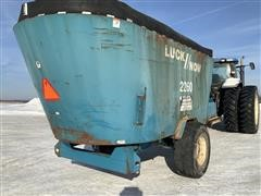 2008 LuckNow 2260 Vertical Mixer Feed Wagon
