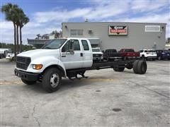 2000 Ford F650 Extended Cab & Chassis