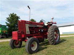 1967 Farmall 806 2WD Tractor