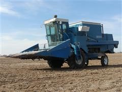 1976 Ford 642 Combine W/Ford 5R30 Header