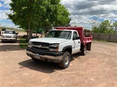 2004 Chevrolet 2500 HD 4x4 S/A Dump Truck